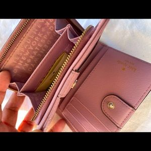 Kate Spade compact wallet in a very good condition